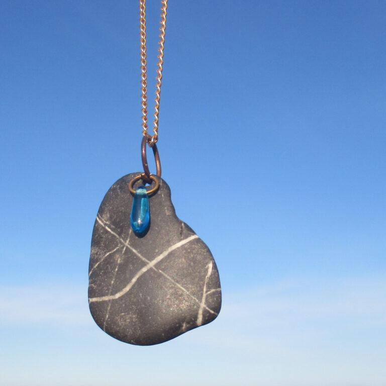 Kette mit Stein vom Strand